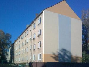 Ein Wohnhaus der WoWi Fürstenwalde in der Friedrich-Engels-Straße 29–32 vor der Modernisierung (2021)