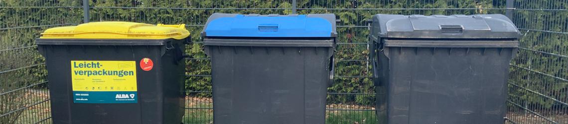 Behälter für Abfallentsorgung bei der WoWi Fürstenwalde (Spree) durch die KWU Entsorgung